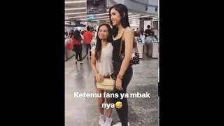 Millendaru Dikira Kylie Jenner Hingga Dikerubungi Fotografer dan Fans di Singapura