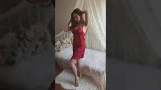 Take beautiful girl photos in the room