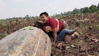 Wow Sweet A Boy & Girl On Holiday In Morning, Beautiful Girl Make Special Video