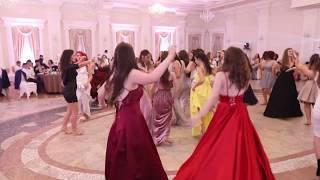 Vajzat e matures 2018 Shkolla Partizani kercejne vallen e tropojes (Oficial Video)