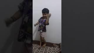 Cute girl dance.. Le photo