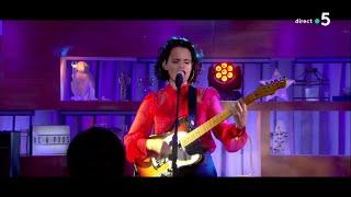 Anna Calvi - « Don't Beat the Girl out of My Boy » (live) - C à Vous - 12/09/2018