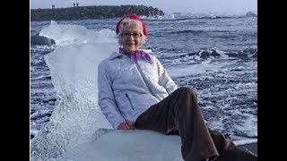 Tourist Posing for Photo on 'Ice Throne' Gets Swept Out to Sea, Happy Ending