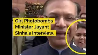 UNCUT: Girl Photobombs Minister Jayant Sinha's Interview, Twitterati Reacts | ABP News