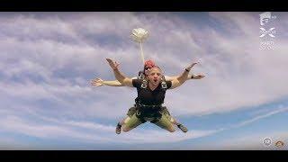 Senzaţii tari pentru Bogdan şi Maria! Cei doi au sărit cu paraşuta!