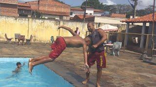 Dia de piscina com a família e a criançada
