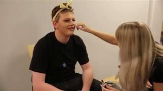 Boy to girl - Prepearing the actor for a crossdressing photo shoot