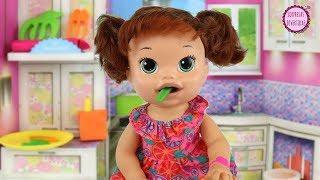 Mi nueva muñeca Baby Alive Sara Comiditas Divertidas