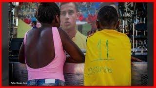Coutinho dá camisa autografada a fã após foto viralizar na internet|x3and1baller