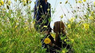 Beautiful girl meeting gardener for help her take Photos & Why d0 Like this