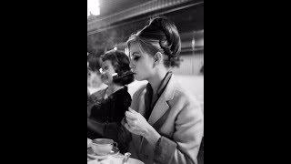 32 Vintage Photos of Ladies Smoking From the 1960s